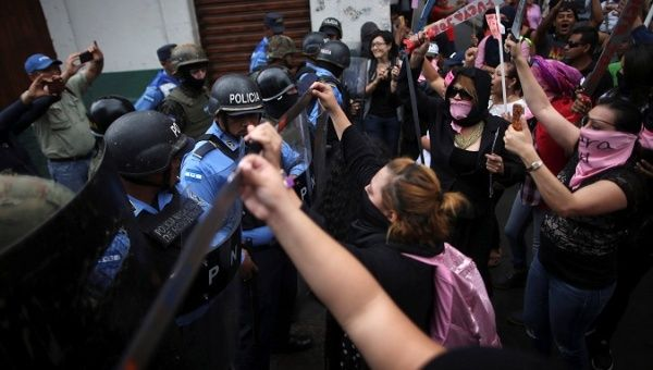 Swearing-in Day 'Last Chance' to Avoid Dictatorship in Honduras