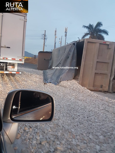 Spill Collapsed The General Cañas During Morning Rush Hour (Photos)