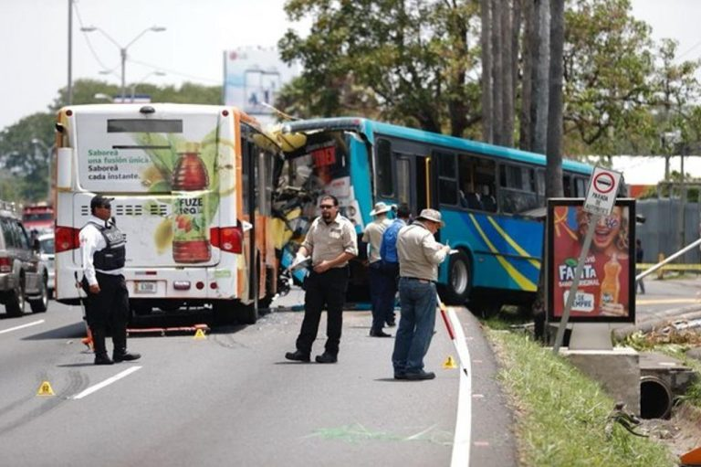 One Of The Passengers Dies In The Two Bus Collision On General Cañas; Fiscalia Investigating