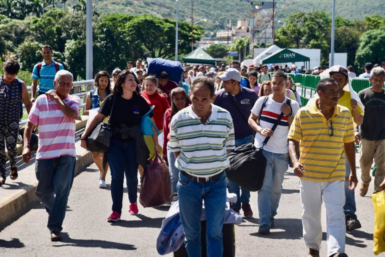 'The truth is we had to leave': Fleeing Venezuela for Colombia