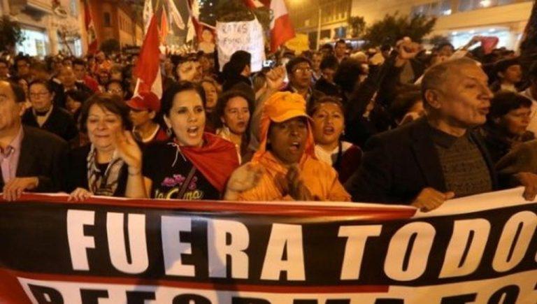 'Kick them all out!' Peruvians Continue Anti-Corruption Protest