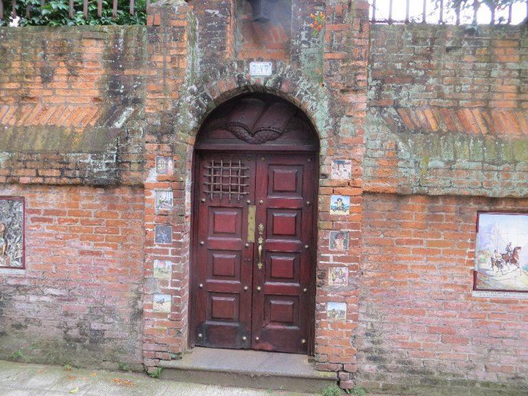Hand-Painted Tiles of Barrio Amon