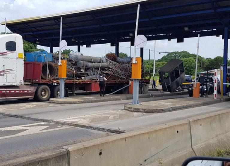 Big Truck Slams Into Tool Booth At Orotina On Friday (Photos)
