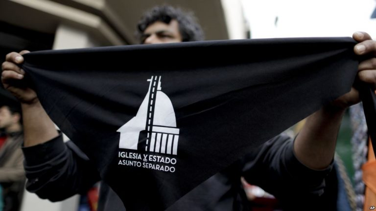 Argentines Line up to Quit Catholic Church