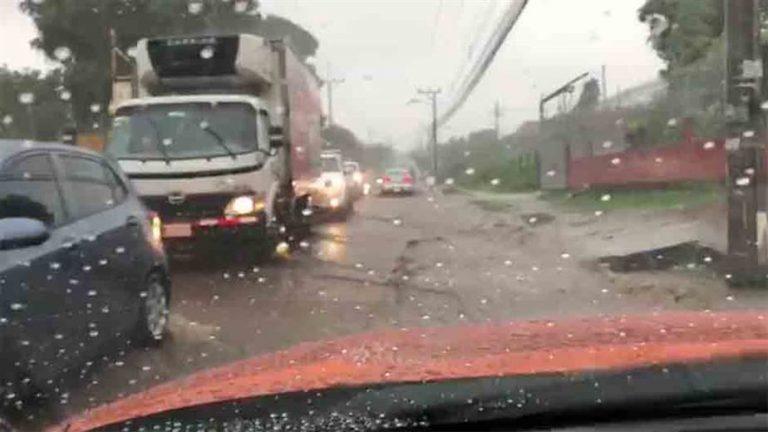 Intense Rain Cause Of Traffic Chaos in Heredia