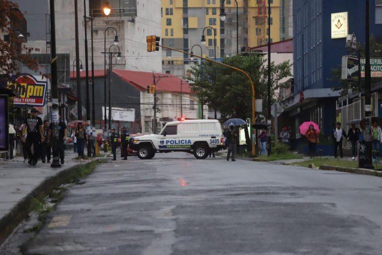 Fuerza Publica keeps road closed despite there being no protesters in Cuesta de Moras
