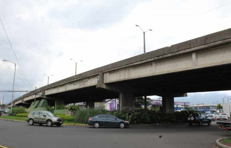 """One Fixed, One To Go. A """"Platina"""" Once Again Plays Havoc On The Country's Main Road."""