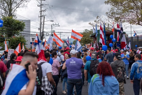 """Minister of Labor, """"We are very close to an eventual agreement""""; Unions, """"Strike Continues"""""""
