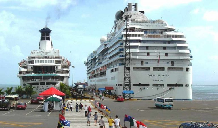 Cruiseliner with 3,500 tourists cancels stop in Puntarenas due to the strike