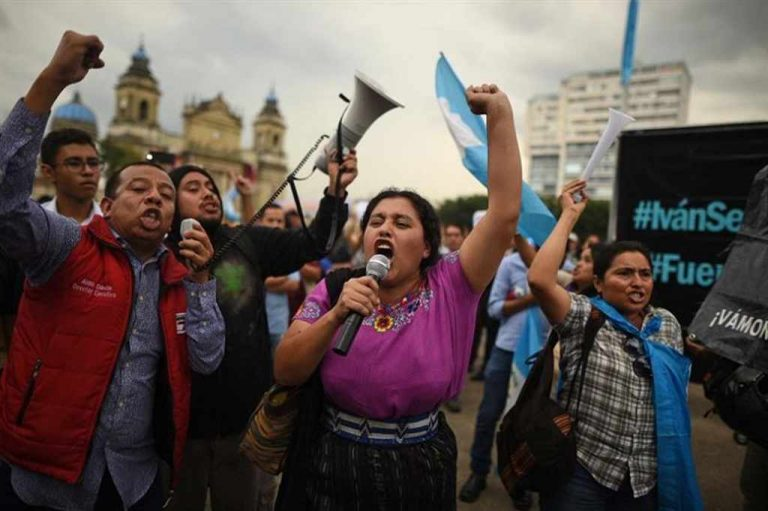 Guatemala Responds After President Attacks Anti-Corruption Protests (Photos)