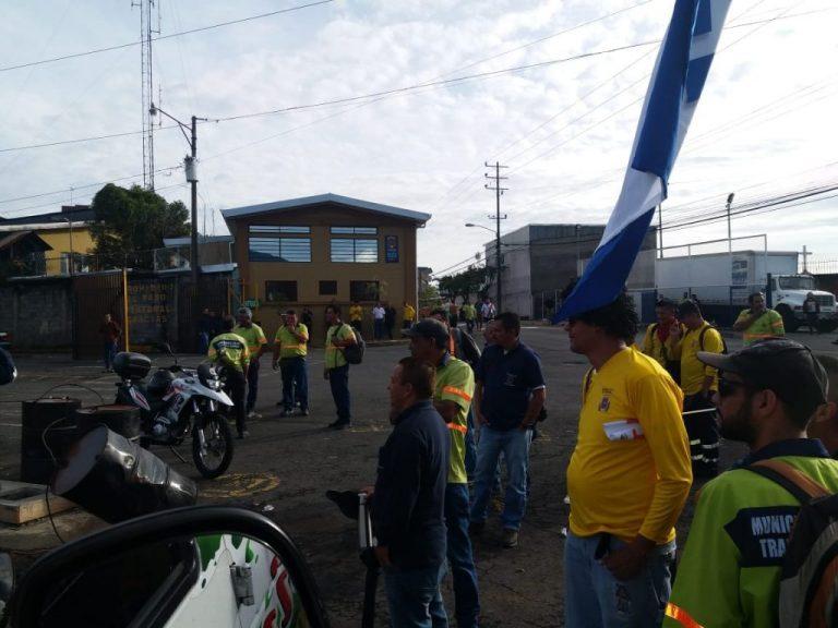 Strike Dissenter Confronts Union Leader