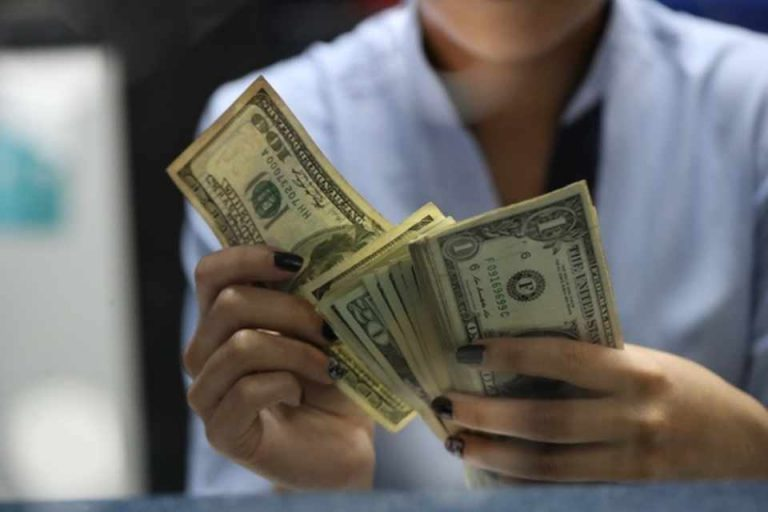 Price of the dollar continues to rise, already hits ¢600 at banks
