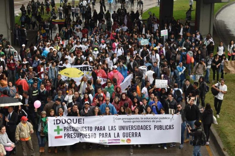 Thousands March in Colombia In Defense Of Public Universities
