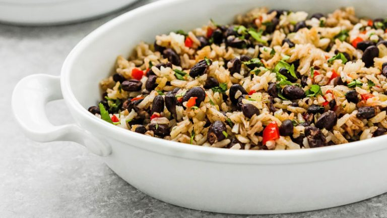 Costa Ricans (Ticos) eat, on average, 45 kilos (100.7 lbs) of rice per year
