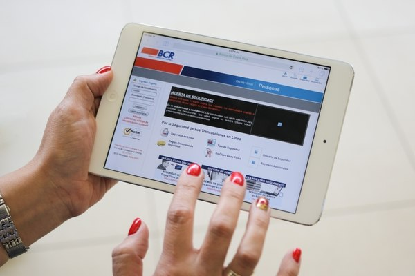 Half of the Costa Rica population does not know how to make transfers and payments online