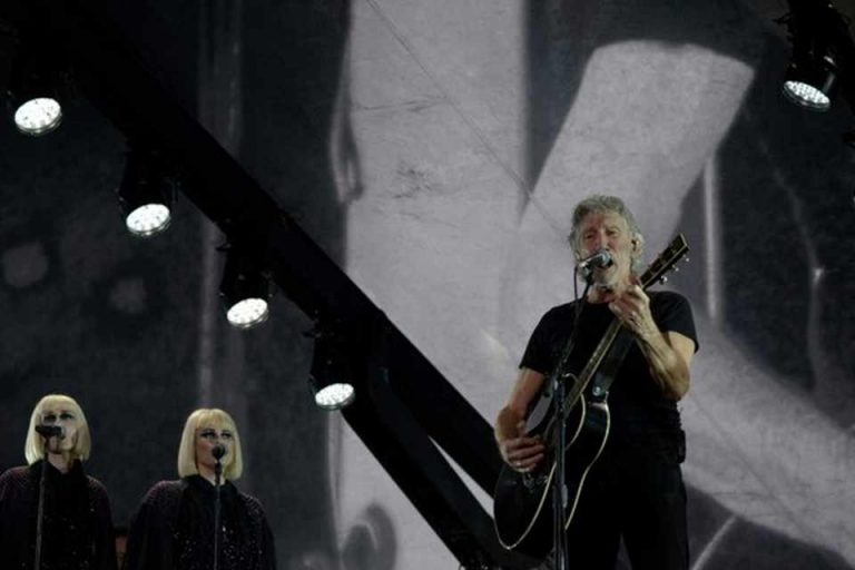 Roger Waters gave a toast to the resistance