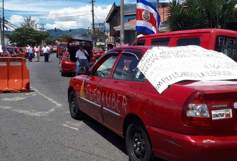 Costa Ricans Furious With Latest Threat From Taxi Drivers
