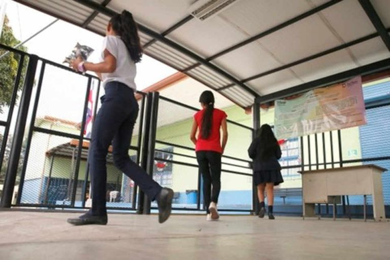 Costa Rica finances 73% of its public education with indebtedness