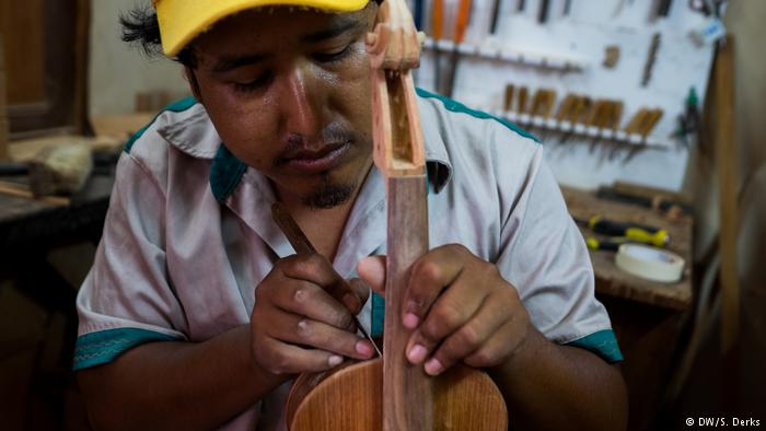 Bolivian music schools offers kids a way out