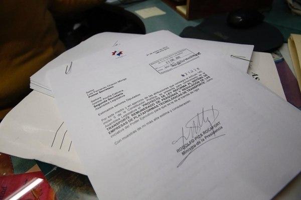 Costa Rica President Carlos Alvarado Announces Bill So That Uber and Taxis Coexist