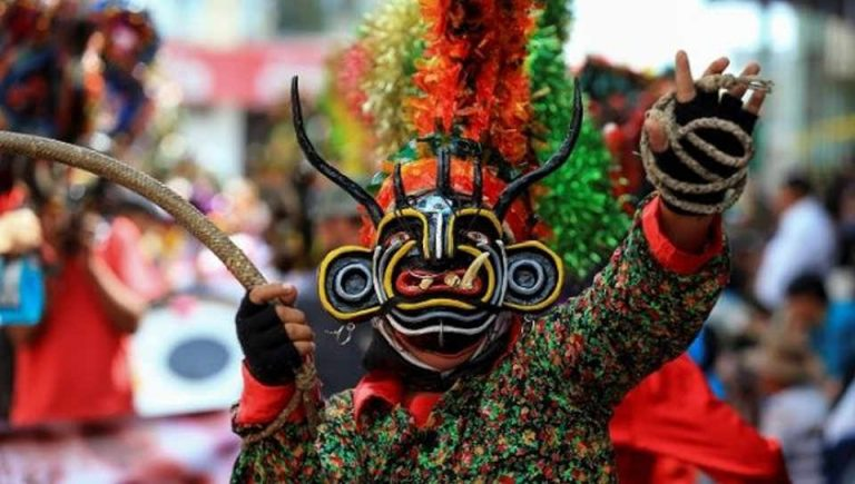 Ecuador Welcomes New Year With 'Dance With the Devil'