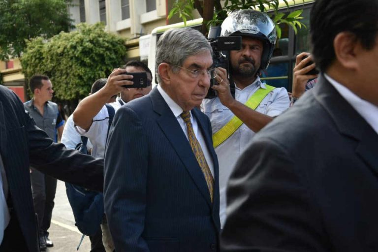 Fiscalia appeals and requests ban for Oscar Arias leavin the country