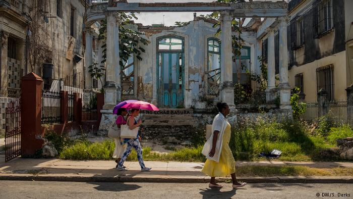 Havana's collapsing colonial charm