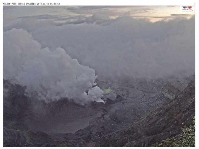 Poás Volcano keeps spewing gas and ash