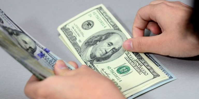 Dollar exchange reaches lowest for the year