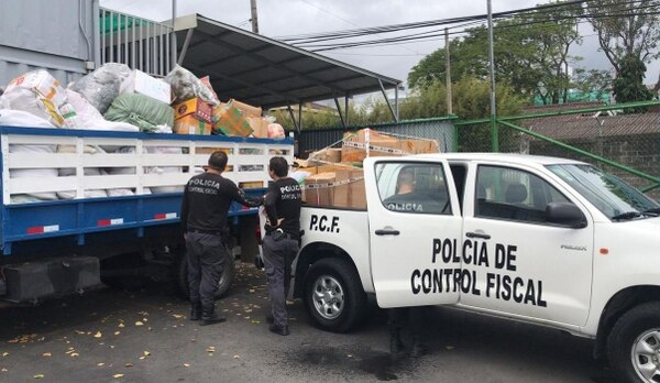 El Marisco Vivo restaurant raided for selling food with contraband products