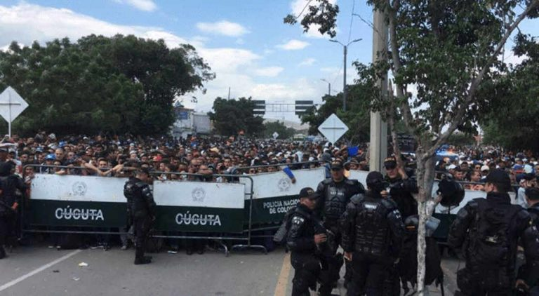 Venezuela opens borders with Aruba and Brazil; Colombia remains closed