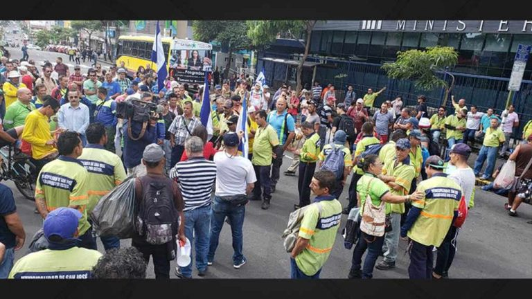 Municipal Workers Protest In Front Of Ministry of Finance