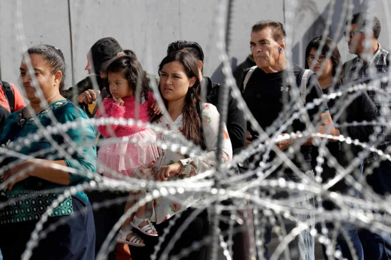 Asylum Seekers Head to Mexico to Wait for US Hearing