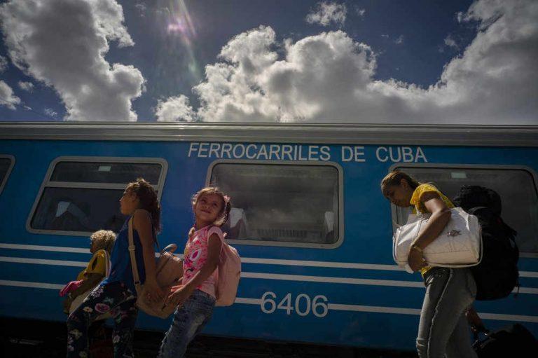 Cuba debuts modern Chinese train