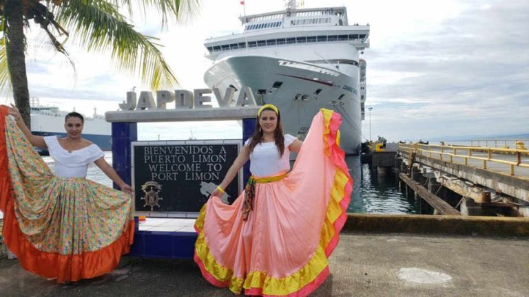 First Cruiseliner Of The 2019-2020 Season Arrives in Limon