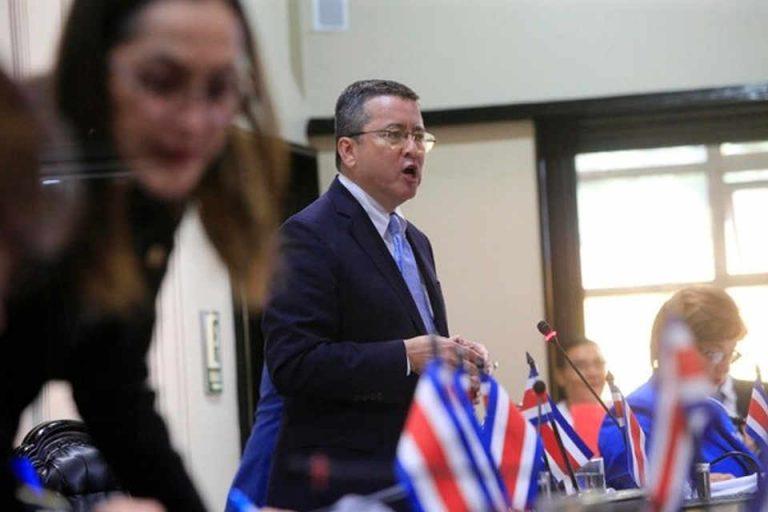 Legislators Approve in First Debate Bill To Regulate Strikes