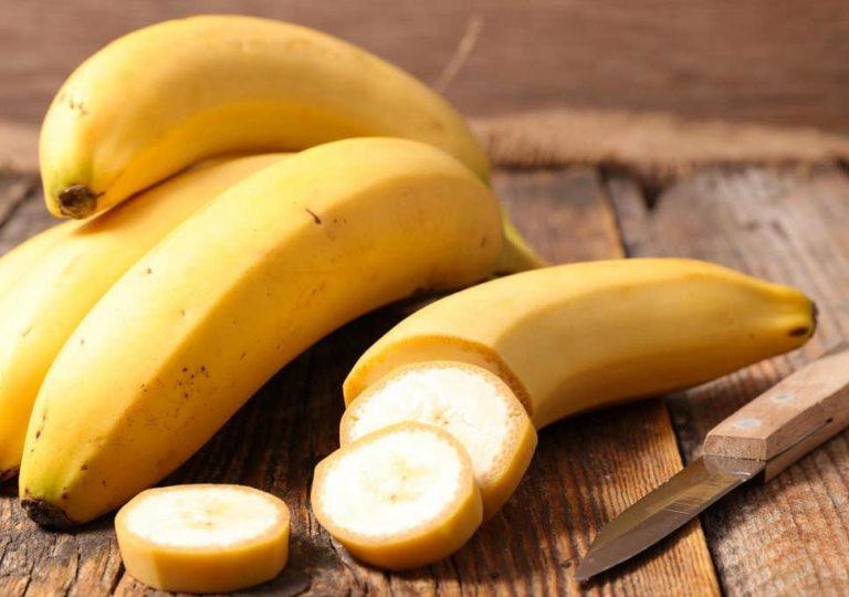 "Honduras makes ""historic"" purchase of bananas from Costa Rica"