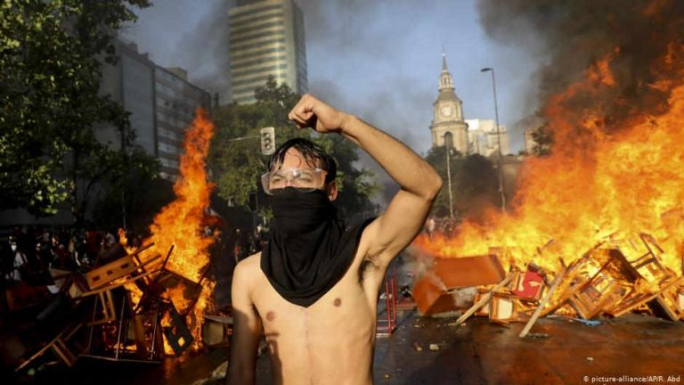 Chile: Protests and looting erupt despite president's new Cabinet