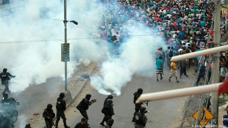 Bolivia: political opponets clash leave dozens wounded