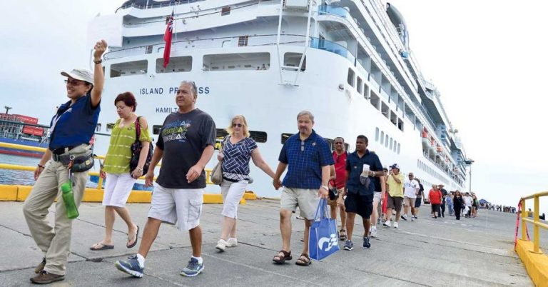 Touristic bet would be to receive cruises all year round