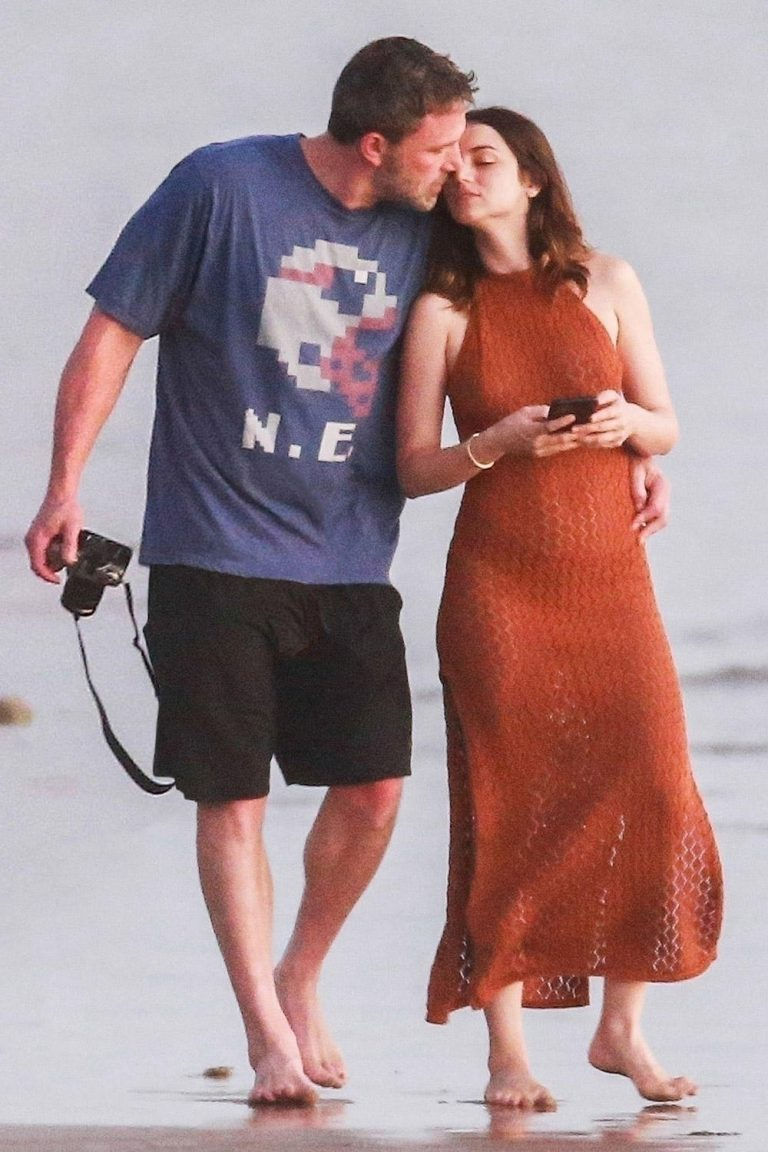 Ben Affleck and Ana de Armas Cuddle in First Pictures from Their Romantic Vacation in Costa Rica