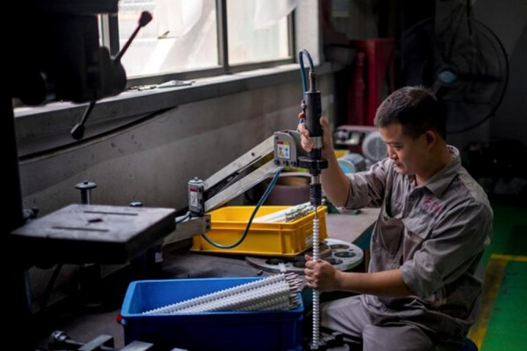 Coronavirus: New law to reduce working hours protects almost 2,800 workers