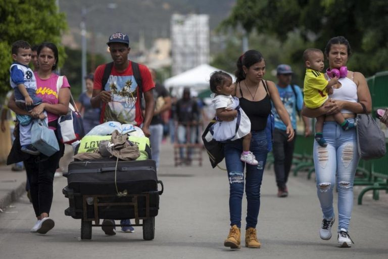 Displaced Venezuelans face poverty and pandemic in Colombia
