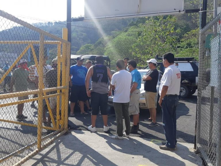 Paquera Residents Block Tourists From Arriving By Ferry; Pay For Their Return
