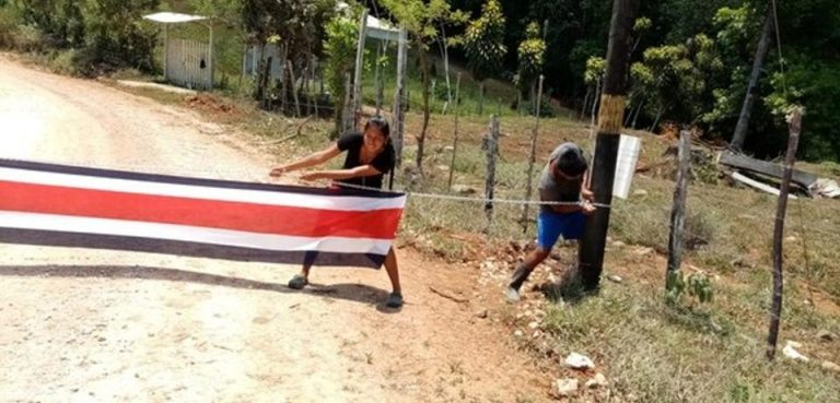 Costa Rica indigenous town closes accesses to its territory