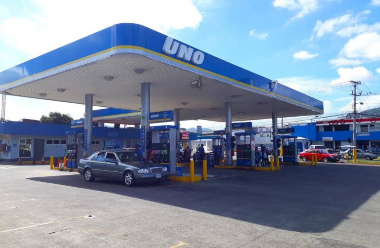 UNO gives masks at its service stations to protect the health of its customers