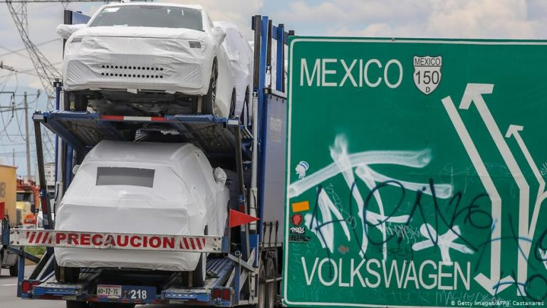 Mexican factories risk workers' lives