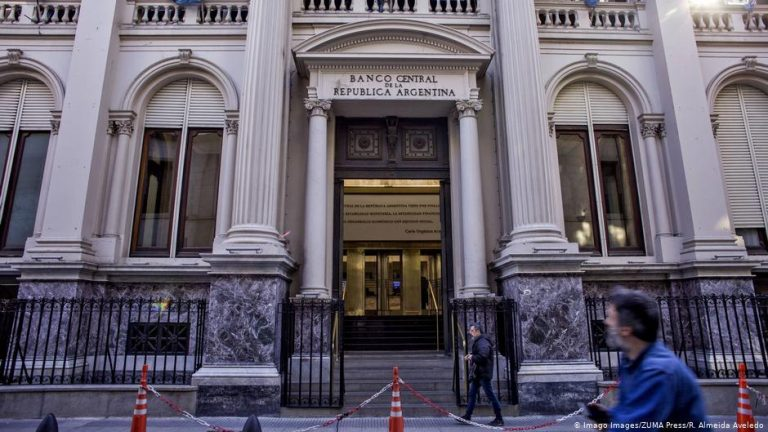 As pandemic continues, Argentina faces bankruptcy again