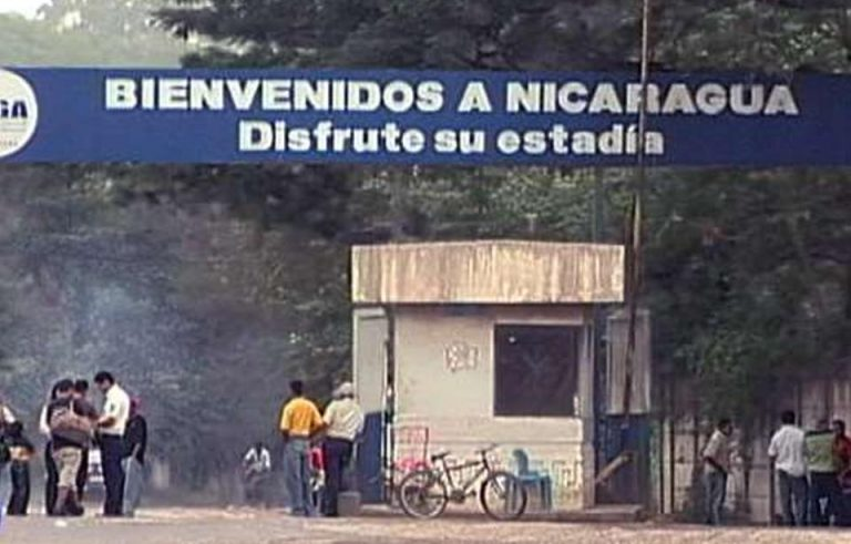 Costa Rican police detained by the Nicaraguan army.