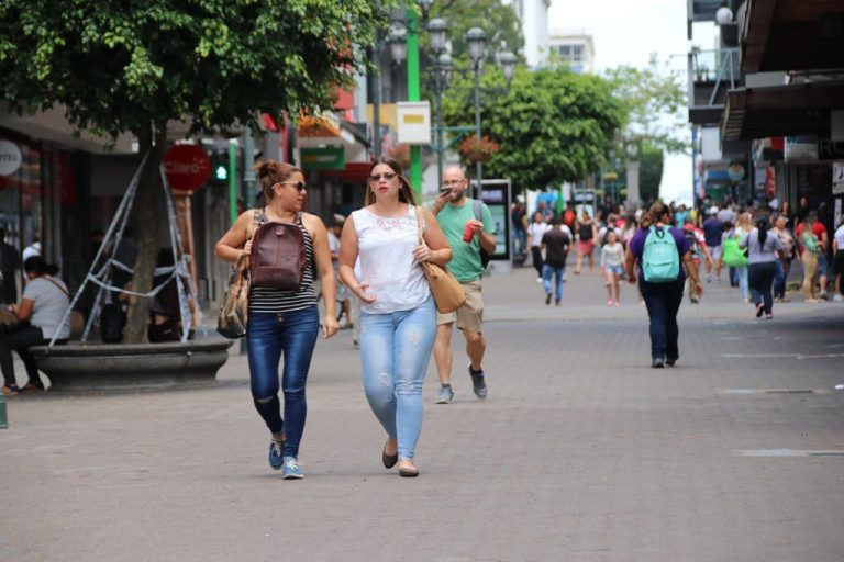 Pandemic, what pandemic? Despite an increase in cases, Costa Ricans take to the streets